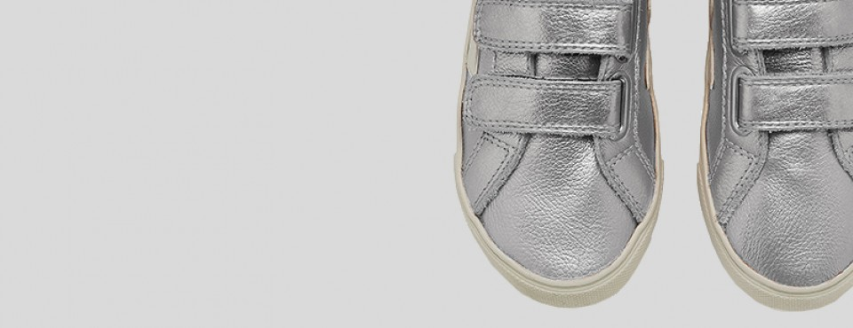 http://www.orangemayonnaise.com/webshop/veja-esplar-small-velcro-leather-silver/ws-pr/pr10698#.V7BJBGWM7u4