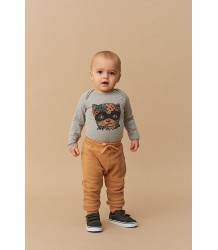 Soft Gallery Meo Sweat Baby Broekje Oker Soft Gallery Meo Sweat Baby Pants