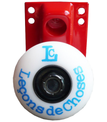 Leçons de Choses Skateboard Wheel Wall Hook Le?ons de Choses Skateboard wall hook red and blue